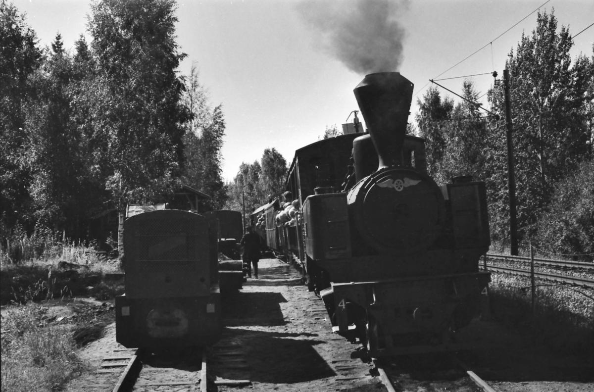 Bingsfoss stasjon på Urskog-Hølandsbanen, Tertitten. Damplokomotiv nr. 4 Setskogen med museumstog og diesellokomotivet Bæleverket.