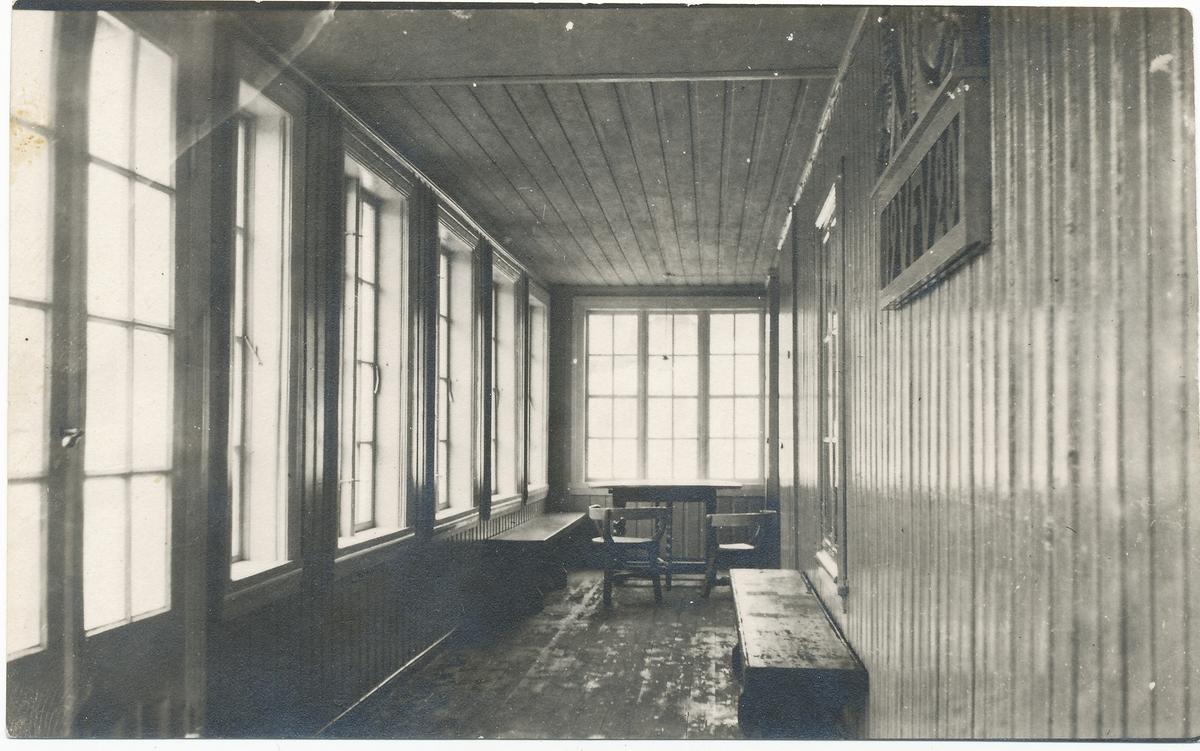 Glassveranda på Vangen, ble brukt som skolestue.