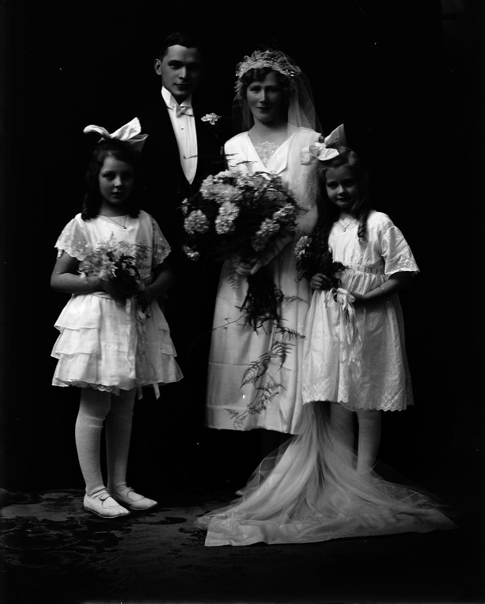 Brudparet Kjellgren med tärnor