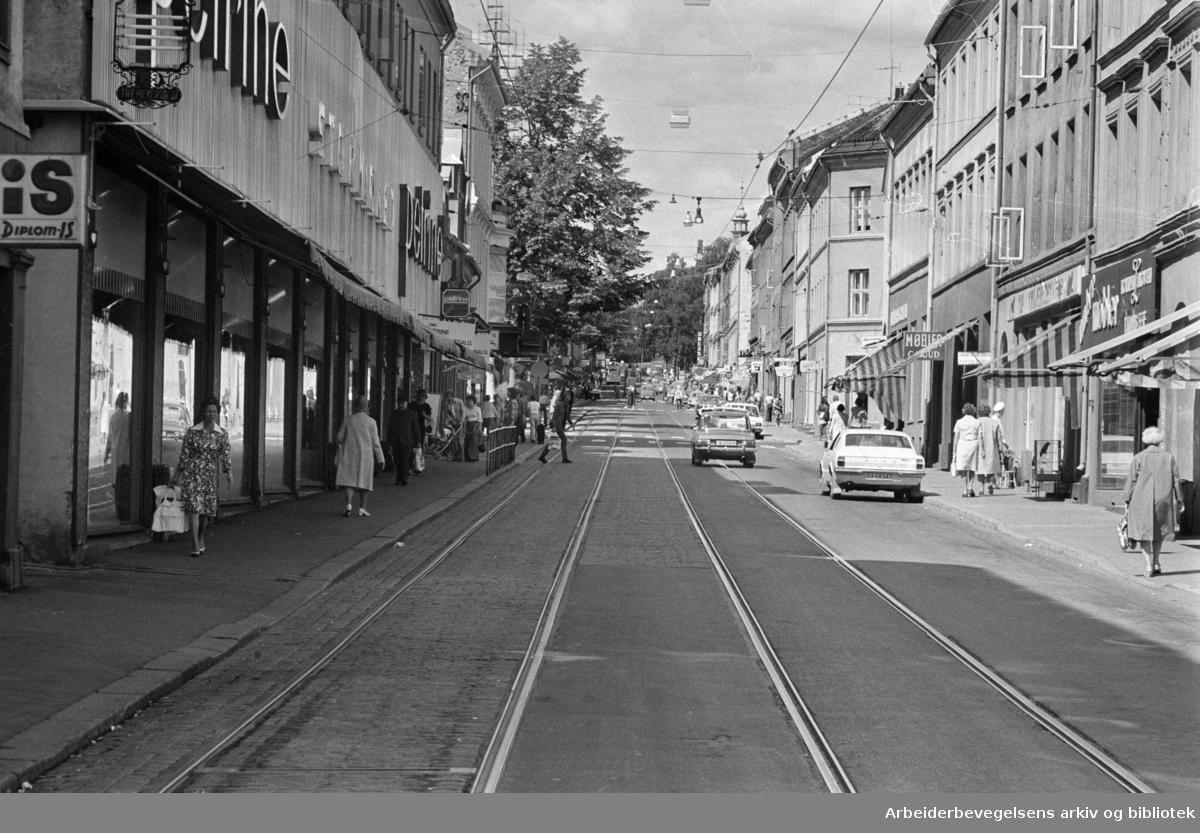 Grünerløkka: Nytt trafikkbilde for beboerne på Grünerløkka. Juli 1975