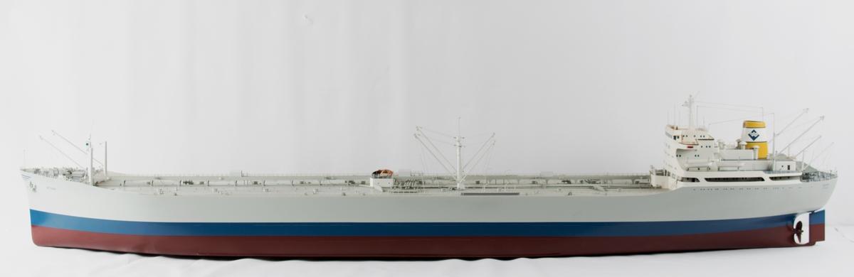 Helmodell MT BORWI uten monter. Malingen er krakelert på skipsdekket. Litt skitten, ellers i fin stand.