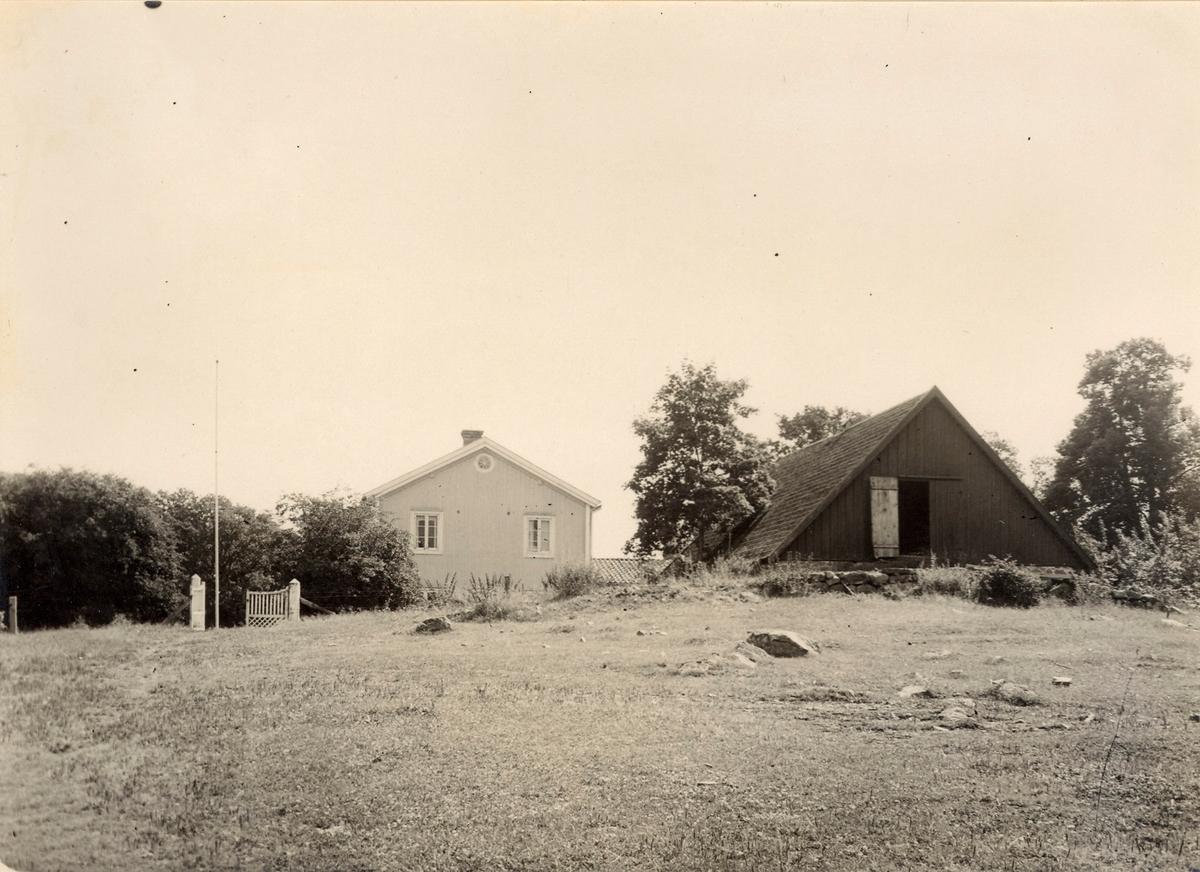 Kyrkoherdebostaden i Vissefjärda sedd från nordväst.