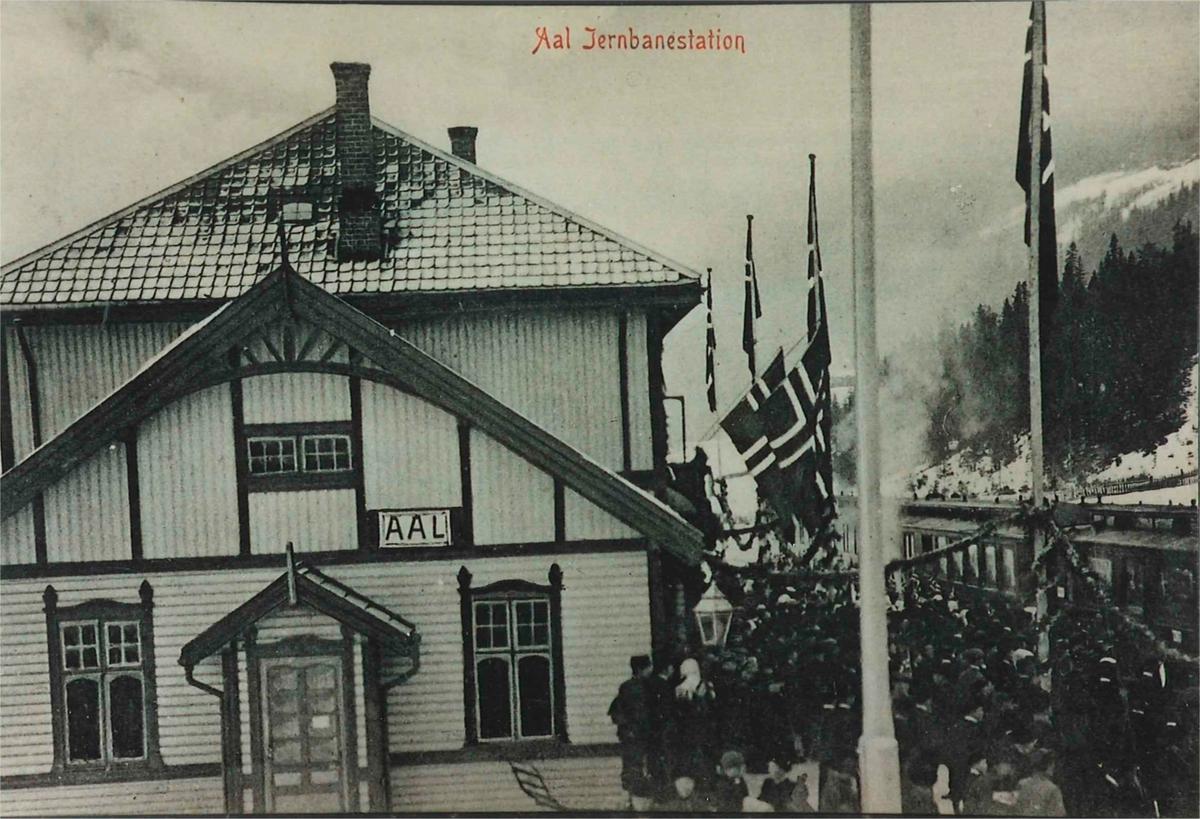 Bergensbanens åpingstog under oppholdet på Ål stasjon.