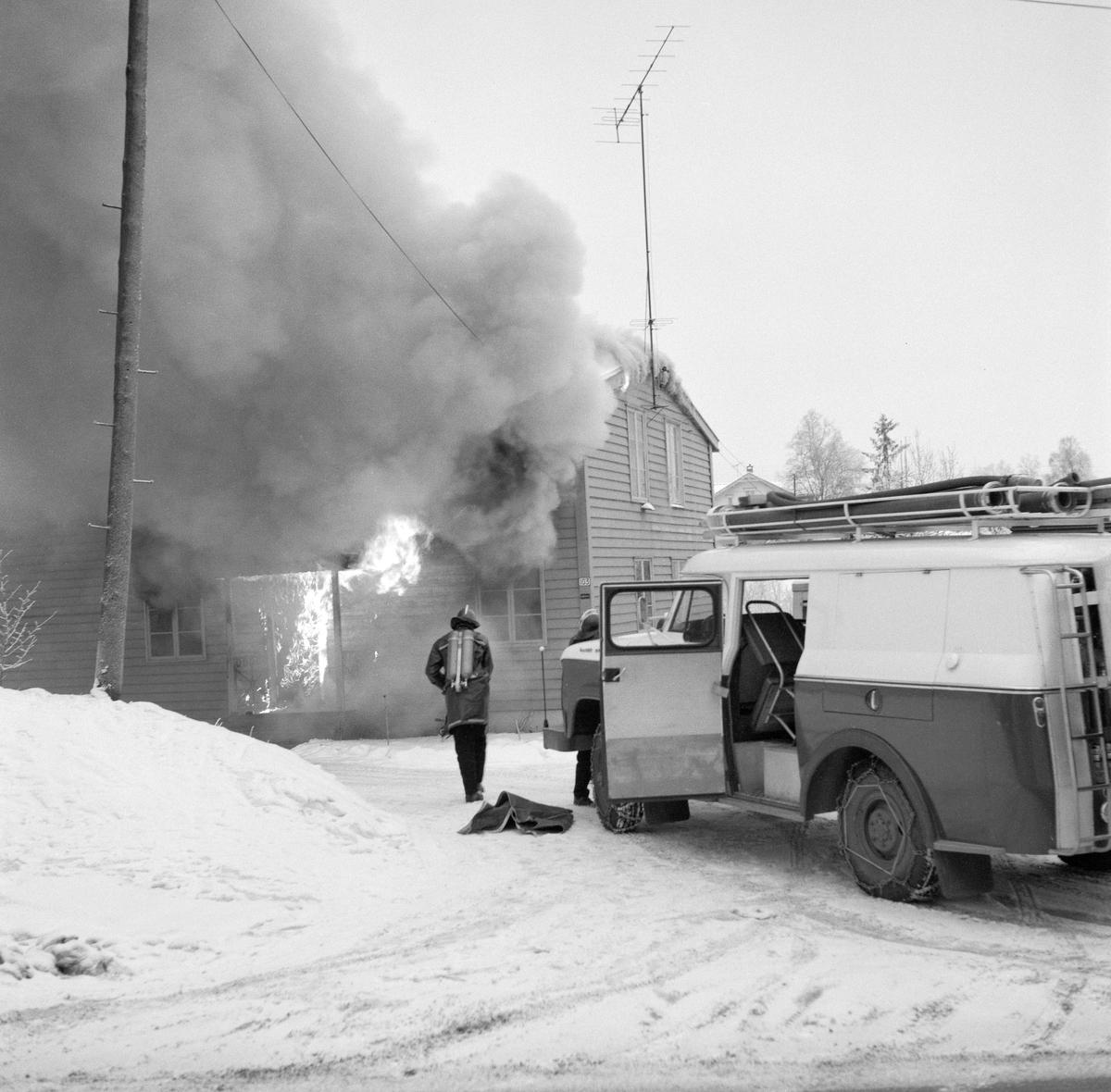 Reportasjebilder fra villabrann på Strømmen