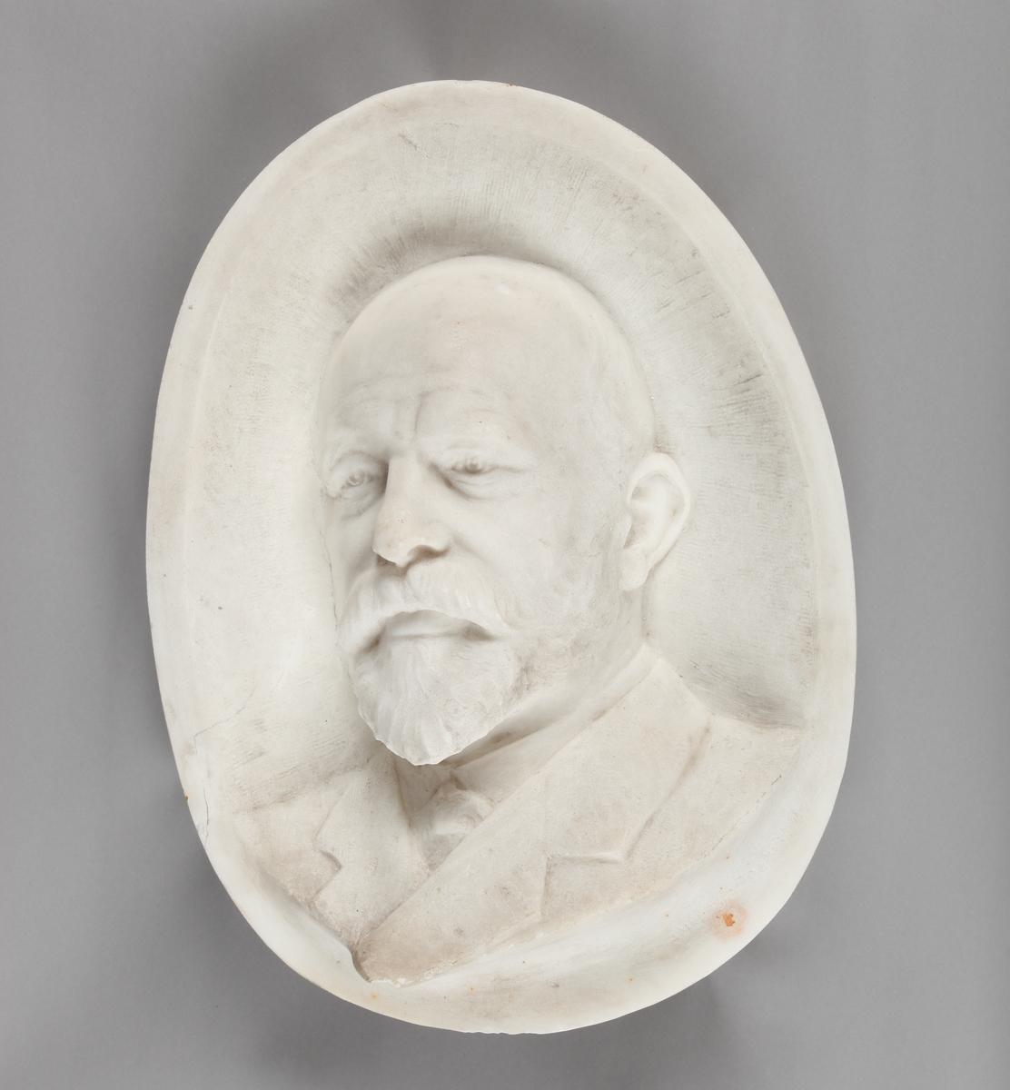 Lorentz Wiese Hansen - Relieff som forestiller skipsrederen.