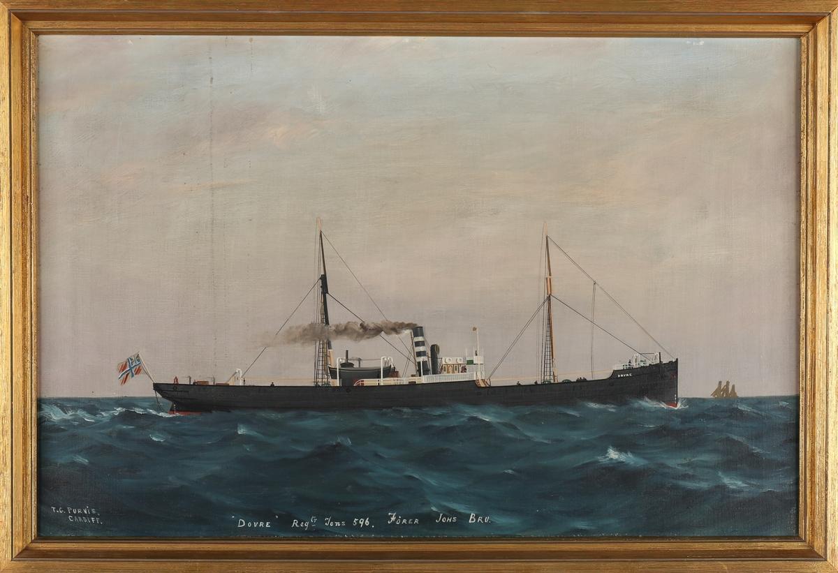 Skipsportrett av DS DOVRE under fart i åpen sjø med norsk unionsflagg (1844-1899) akter.