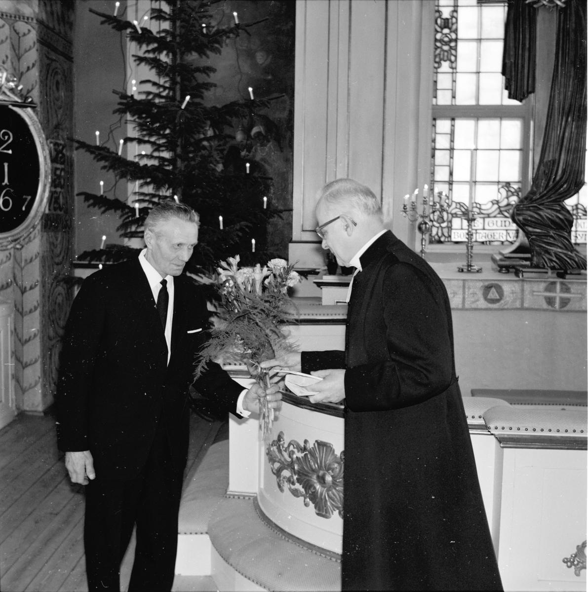 Arbrå, Kyrkvärd P. Andersson avtackas, 1 Januari 1969