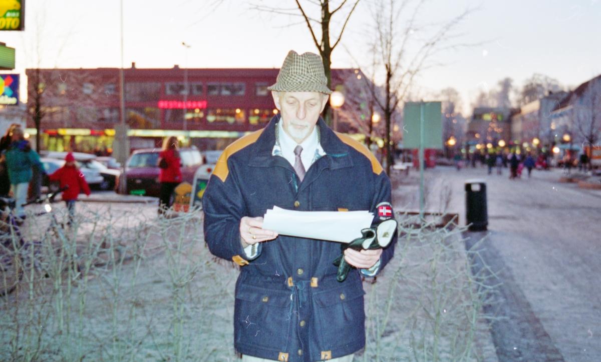 Portrett av Øystein Søvik med underskrifter.