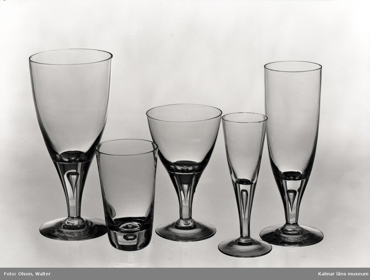 Glasservis från Skruvs glasbruk.