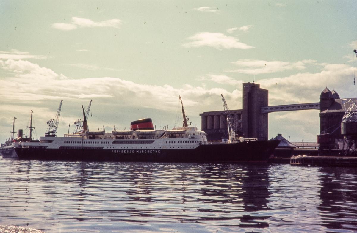 MS Prinsesse Margrethe ved kai i Oslo. Gikk med noen avbrudd i fart mellom Oslo og København i perioden 1957 - 1971.