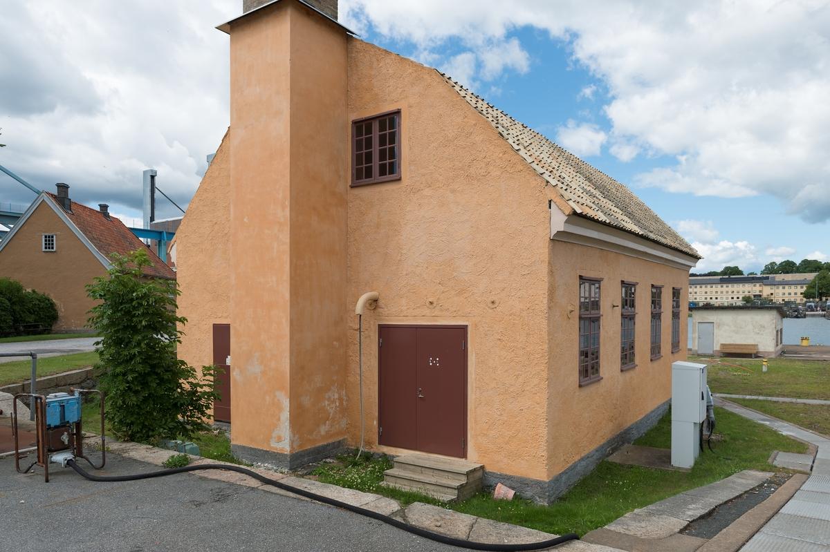 Fotodokumentation av Marinbasens byggnader. Pumphus till Polhemsdockan.