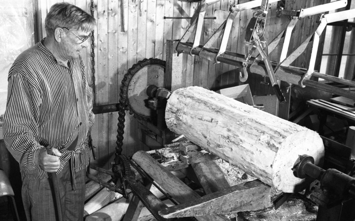 Produksjon av finér, ved Nilsens kurvfabrikk