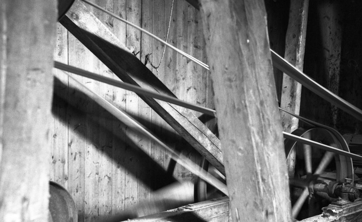 Reimoverføring på høvelmaskinen ved Nilsens kurvfabrikk