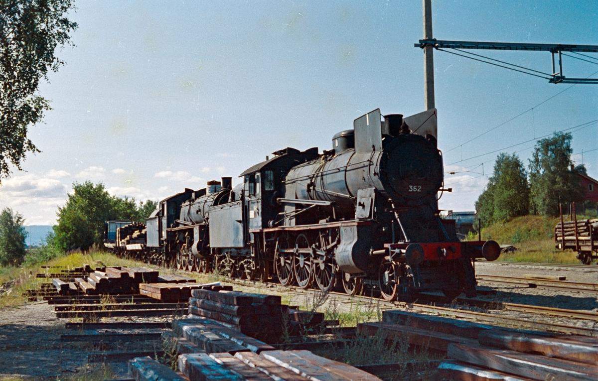 Damplokomotiv type 30b nr. 362 og type 26c nr. 412 hensatt for opphugging på Hamar.