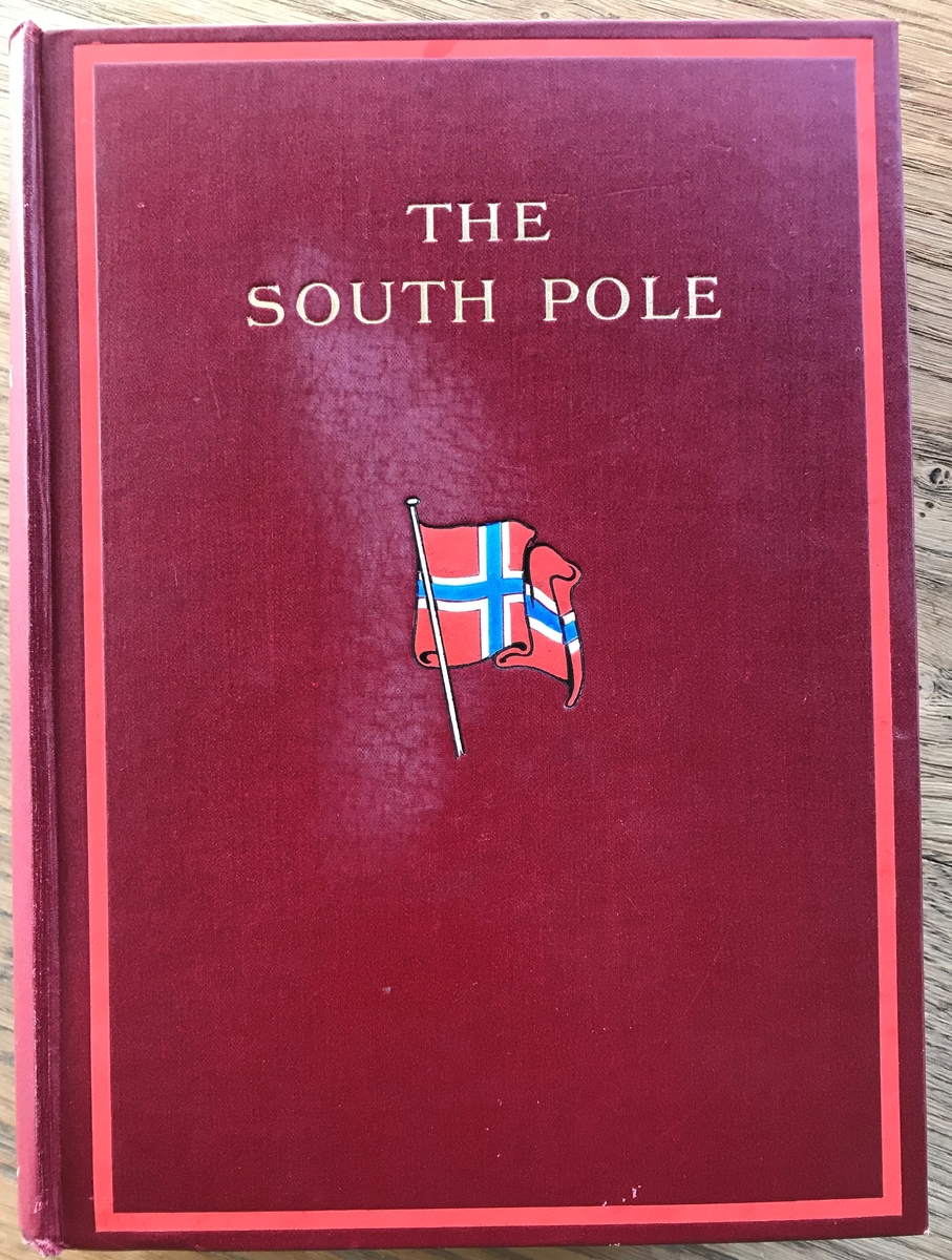 Bok: R. Amundsen: The South Pole I-II. London 1912. Rødt bind med norsk flagg.