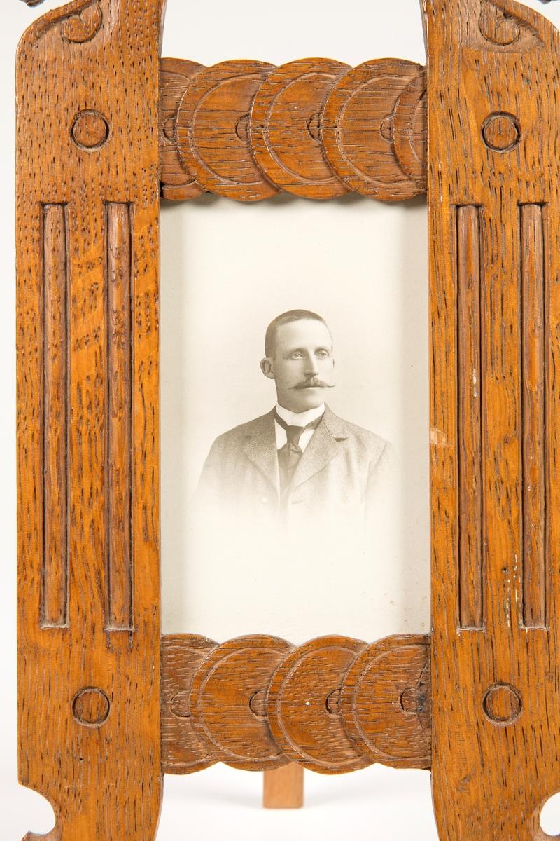 Portrett av snekker Edvard E. Skaanes