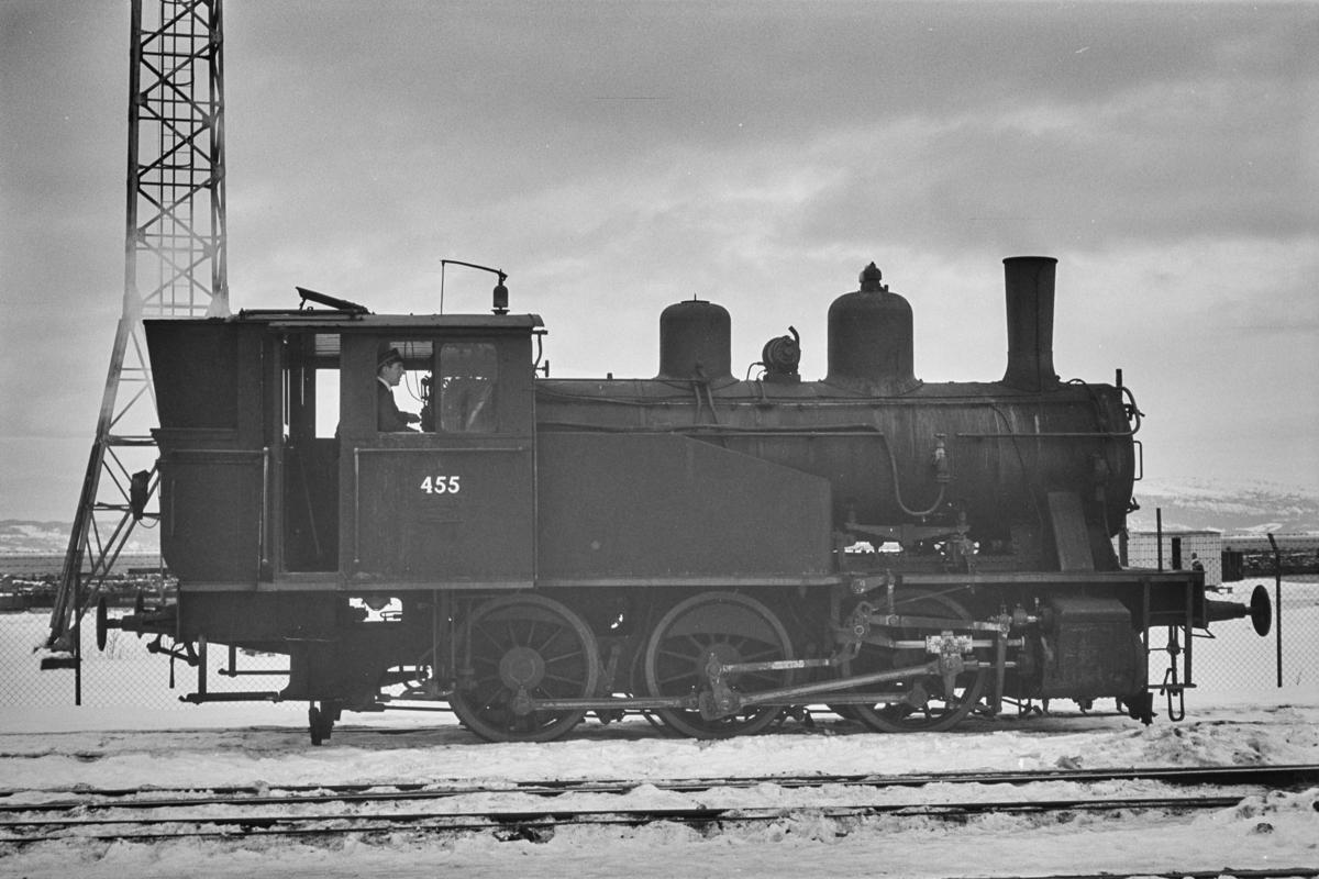 Damplokomotiv type 23b nr. 455 i skiftetjeneste på Trondheim stasjon.