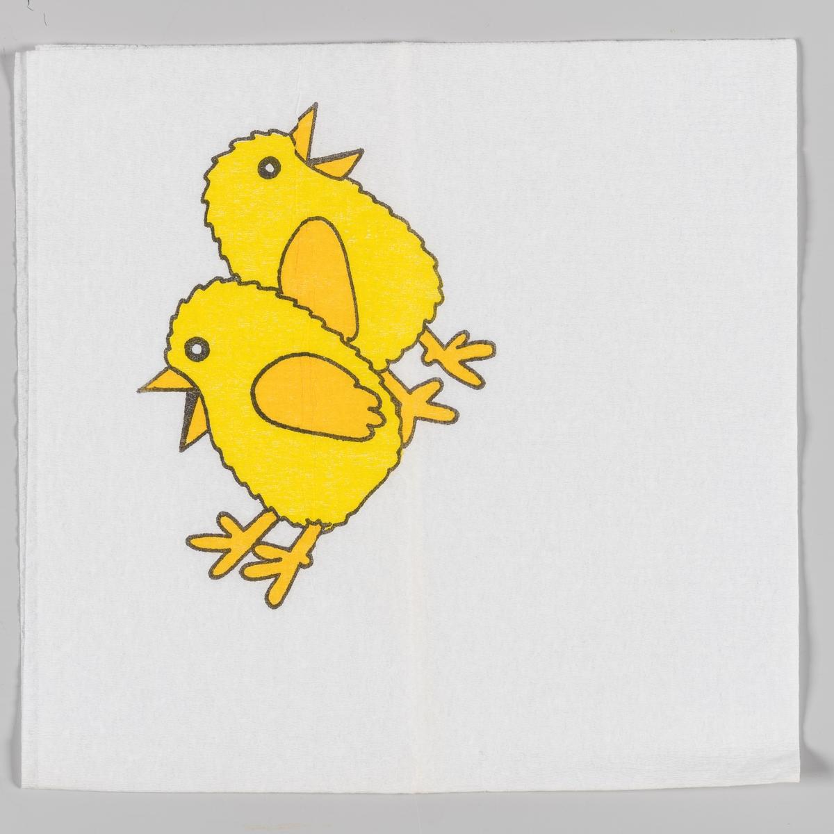 To kyllinger som sitter/står med ryggen mot hverandre.
