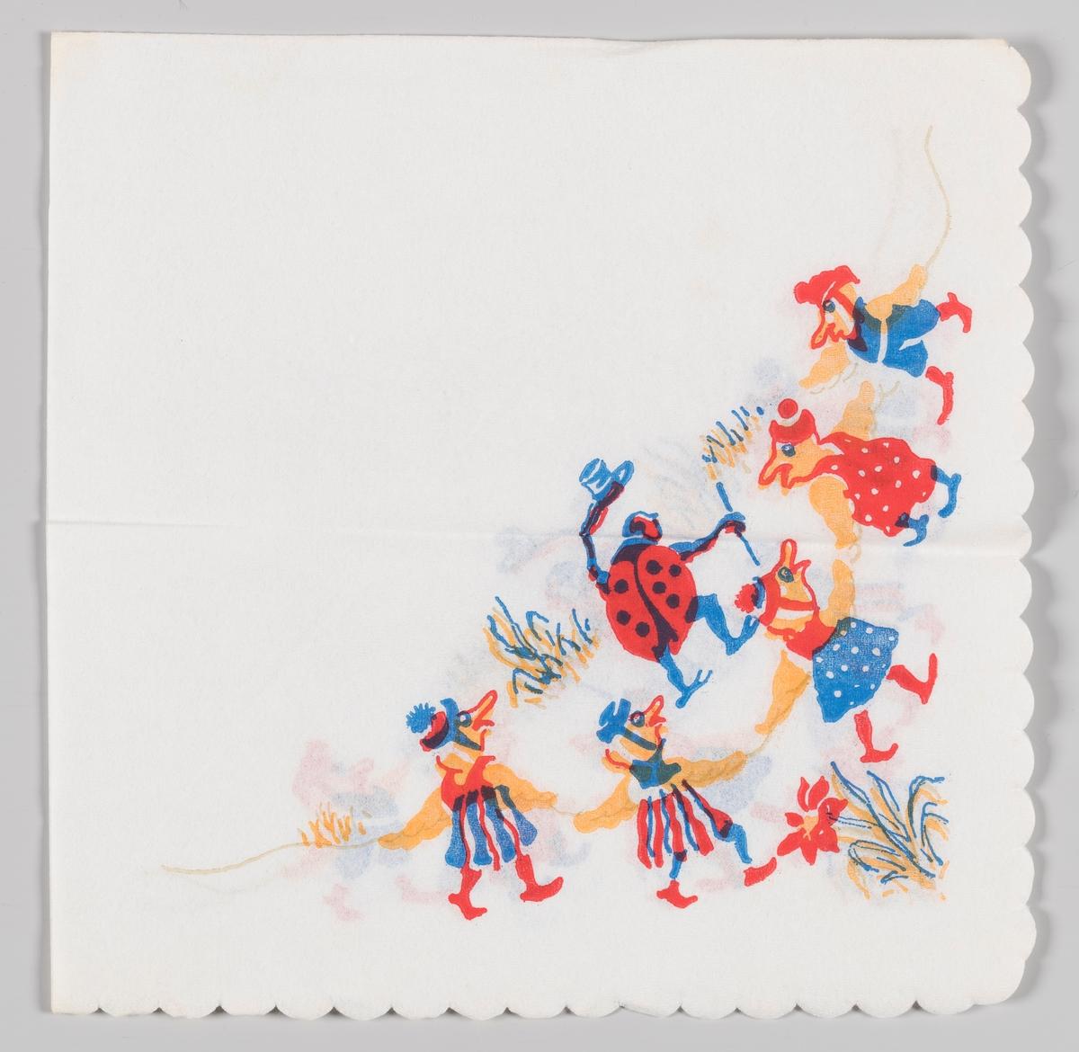 En mariehøne med hatt er omgitt av fem figurer med kjoler mellom gress og blomster.
