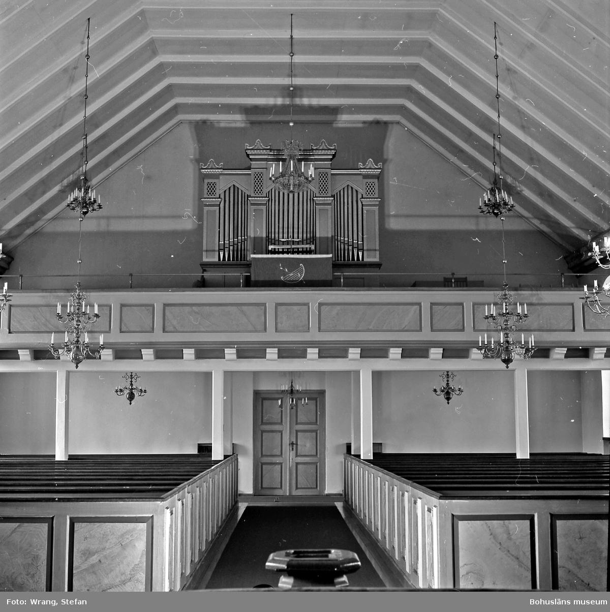 """Text till bilden: """"Näsinge kyrka. Interiör mot väster. Orgelfasad från 1800-talet""""."""