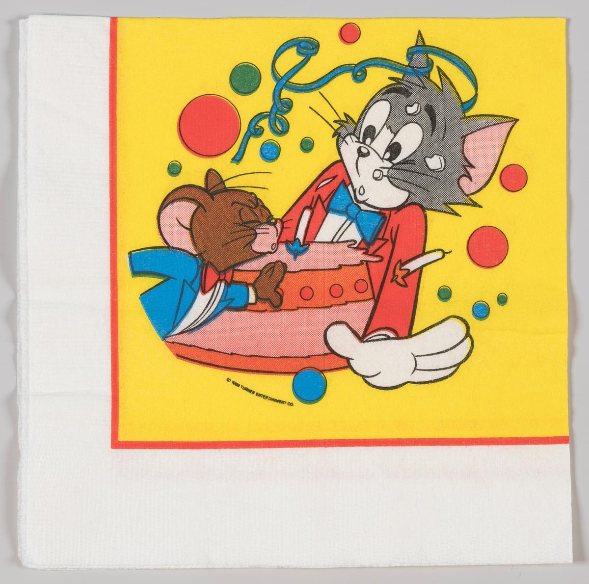 Musen Jerry puster bort et lys på en bursdagskake som katten Tom holder.  Tom og Jerry er en amerikansk tegnefilmserie som ble produsert fra 1940 til 1967.