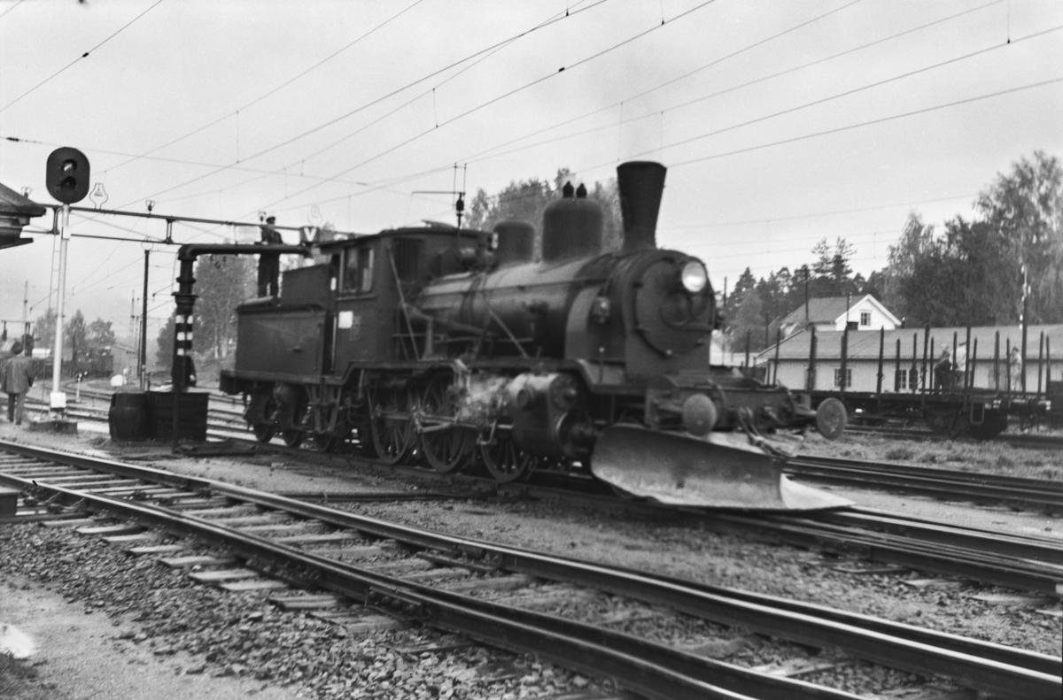 Damplokomotiv type 21b nr. 252 ved vannstenderen på Kongsberg stasjon.