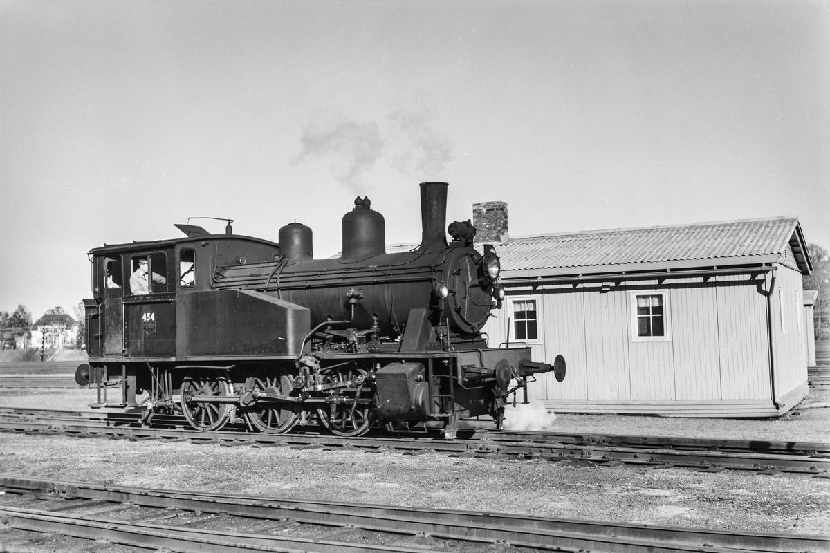 Damplokomotiv type 23b nr. 454 i skiftetjeneste på Marienborg.
