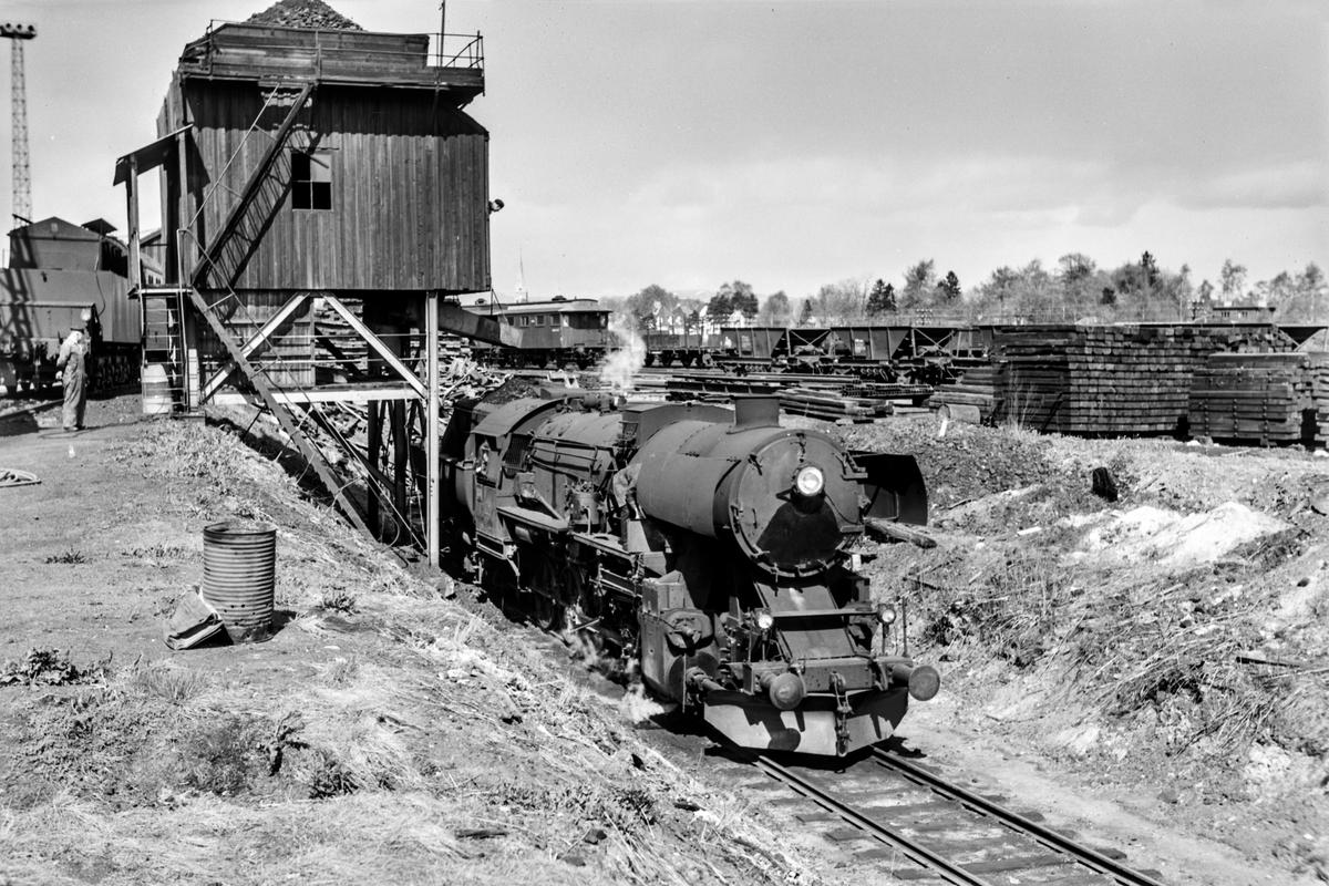 Damplokomotiv type 63a nr. 5860 ved kullingsanlegget på Marienborg.