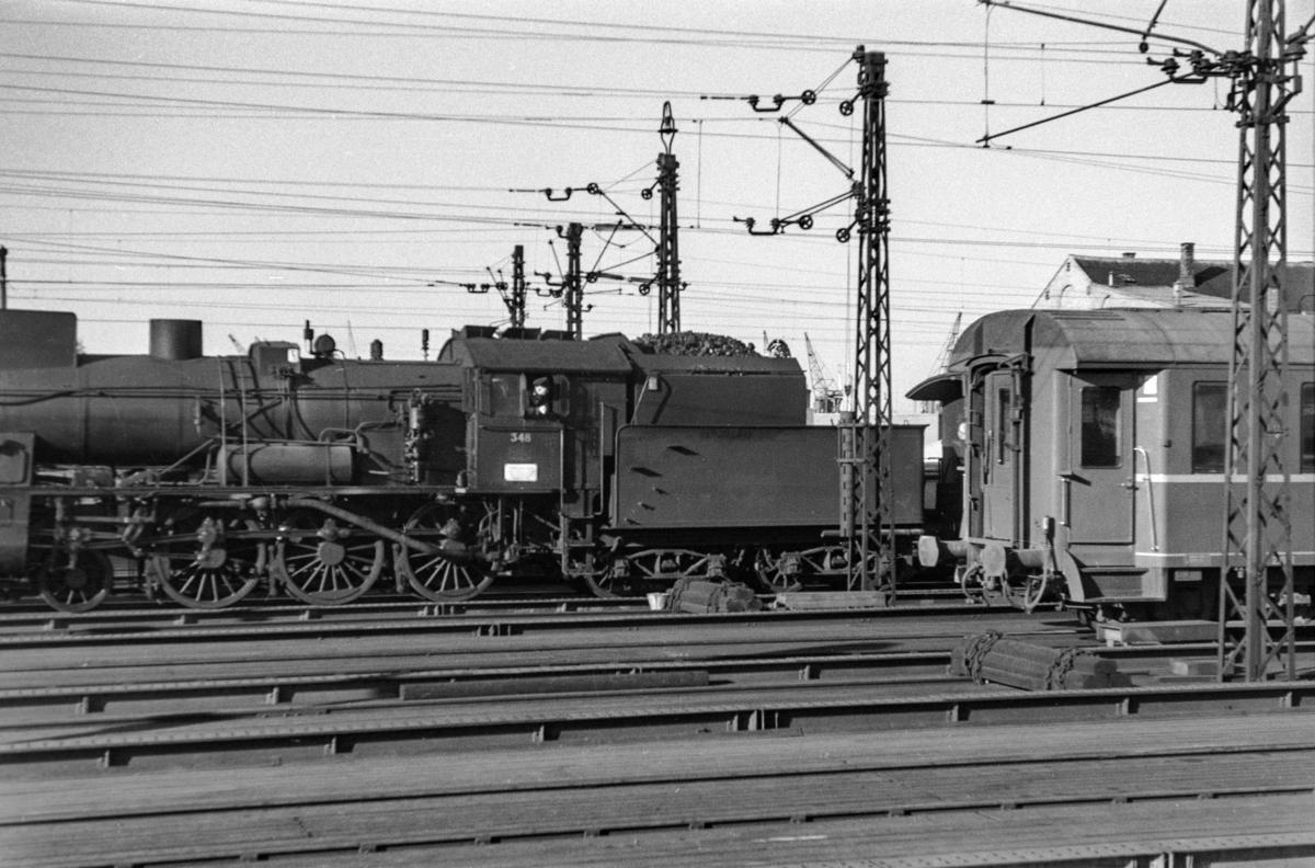 Damplokomotiv type 30b nr. 348 på Oslo Østbanestasjon.