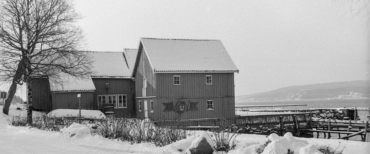 Den gamle sjøboden til Fred Olsen i Hvitsten. verneverdig byging. Fotograf: ØB Ingunn ?