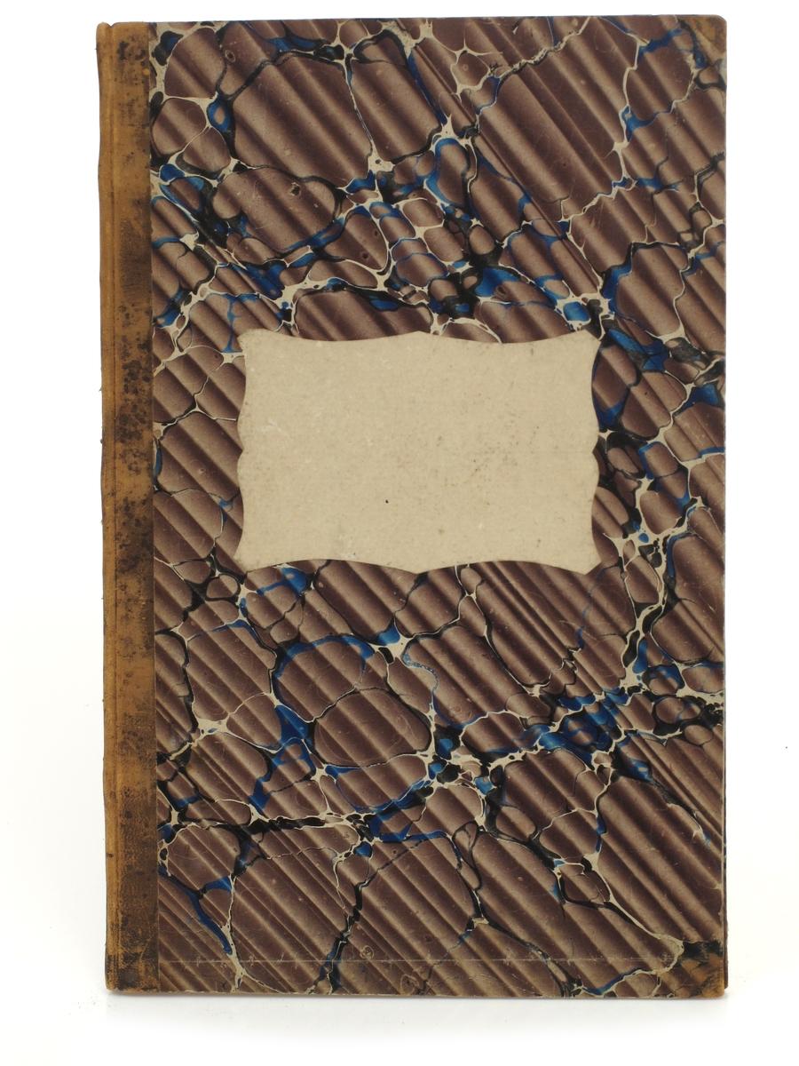 Regnskapsbok  (protokoll) Slutten av 1800 tallet,  beg. 1900 tallet.  Brun skinnrygg uten tekst, blå/hvit/sort marmorering på brunstripet bunn.  Hvit etikett uten tekst.