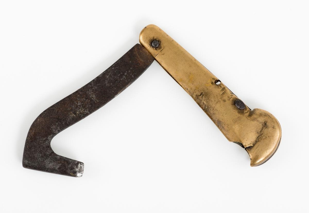 Rivjernet er brukt til tømmermerking, ved å ripe inn tall i tømmerstokken.