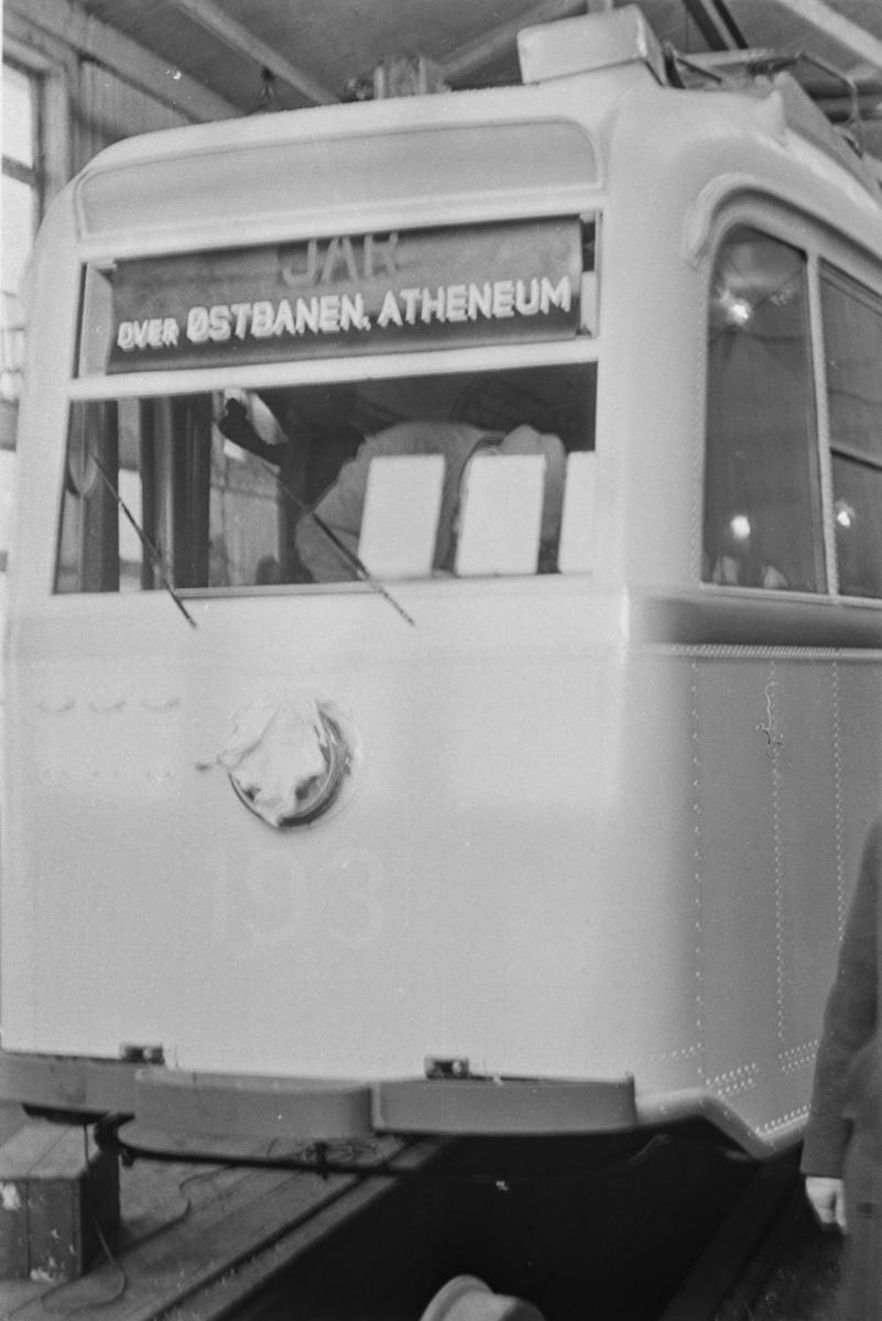 """Oslo sporveiers """"Gullfisk"""" nr. 193 er tilnærmet ferdig til levering på Strømmen Verksted."""