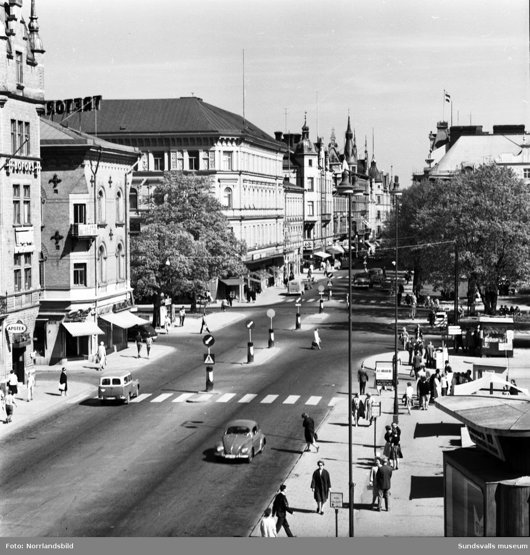 Översiktsbilder över Stora torget med omkringliggande byggnader fotograferat från Hirschska huset.
