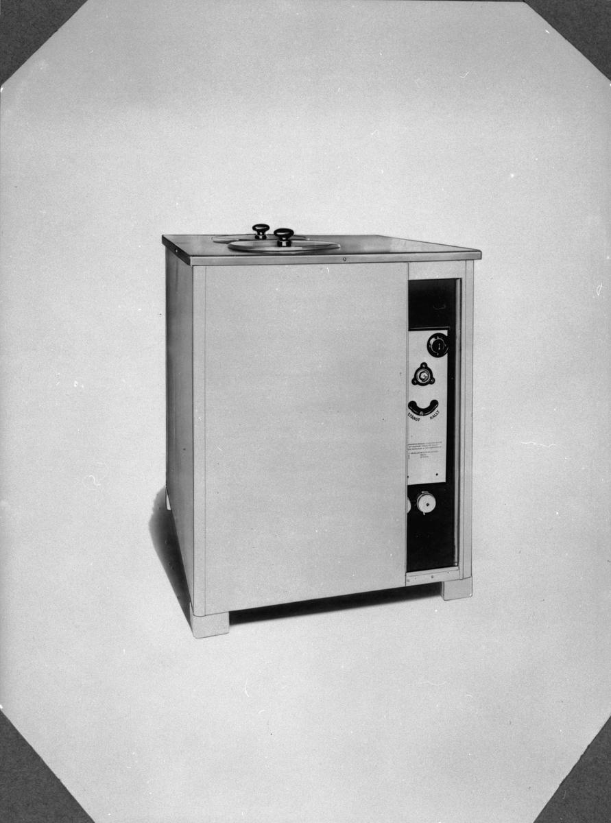 Tecknad. Kylskåp med två löstagbara runda behållare? Kylaggregat med reglage stängt-kallt.