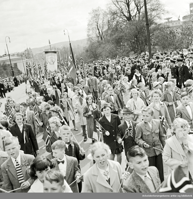 Barnetoget. 17. mai 1958.