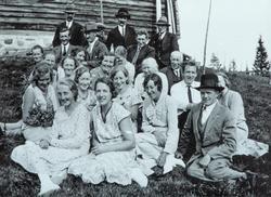 Søndre Vallset Husmorlag ble stiftet i 1932. Bilde fra en av