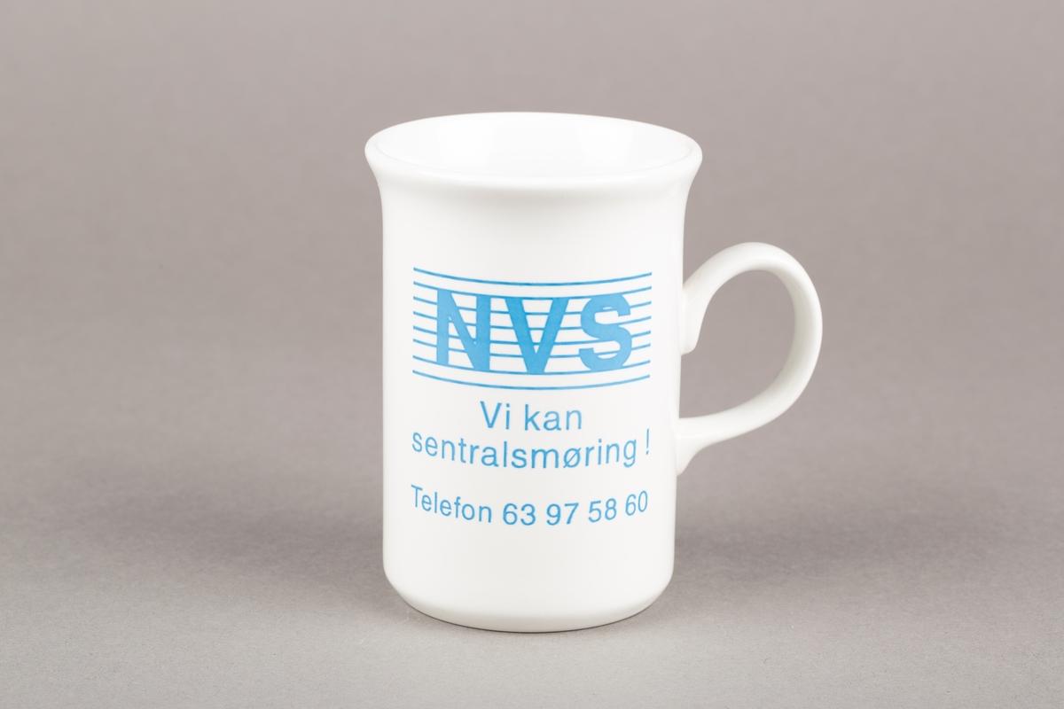 Krus med hank. NVS-logo.