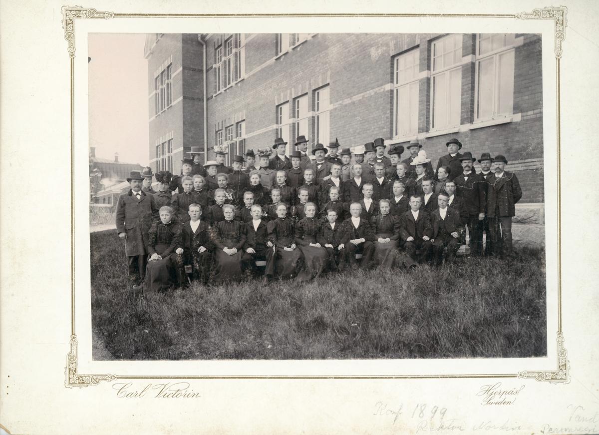 Vänersborg. Elfsborgs läns Dövstumskola, senare Vänerskolan. Gruppbild, konfirmation