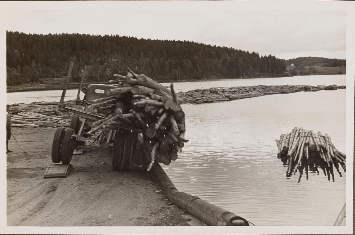 Tipping av tømmer på Skulerud brygge