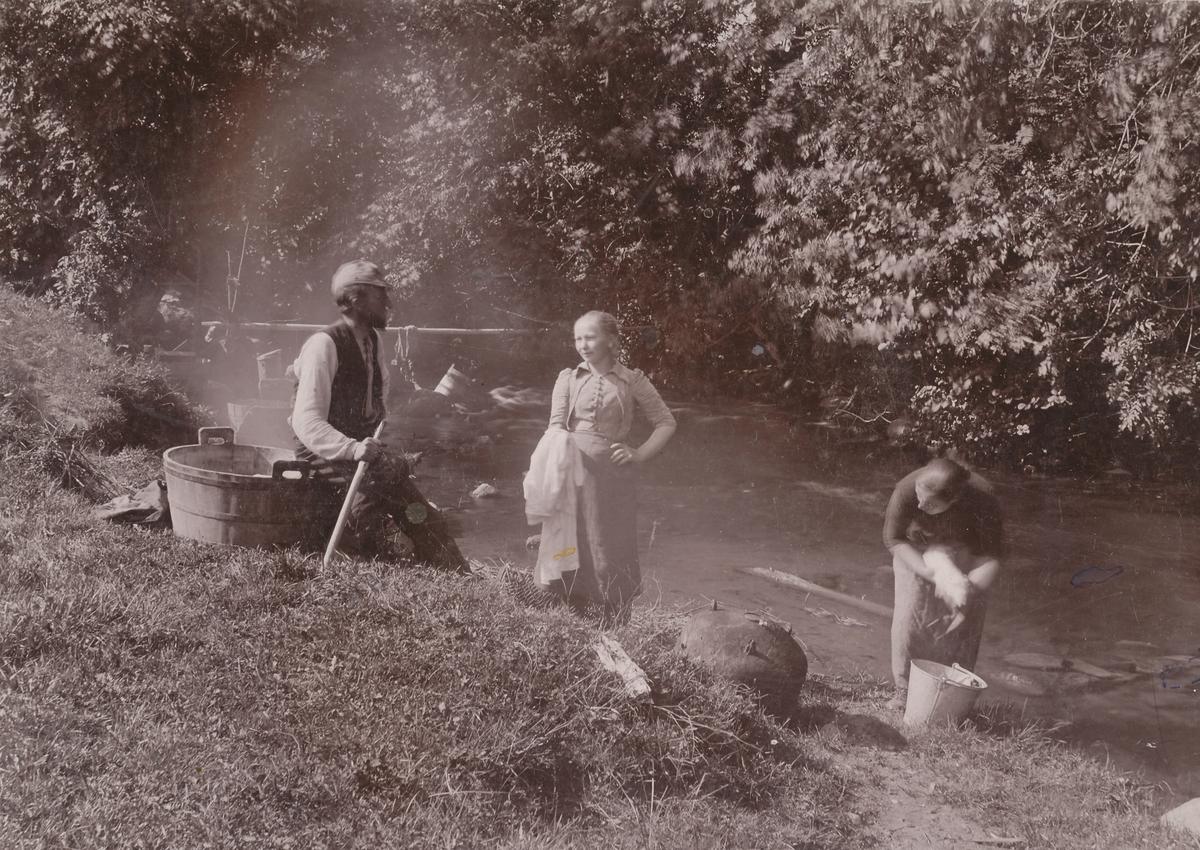 Klesvask i elva