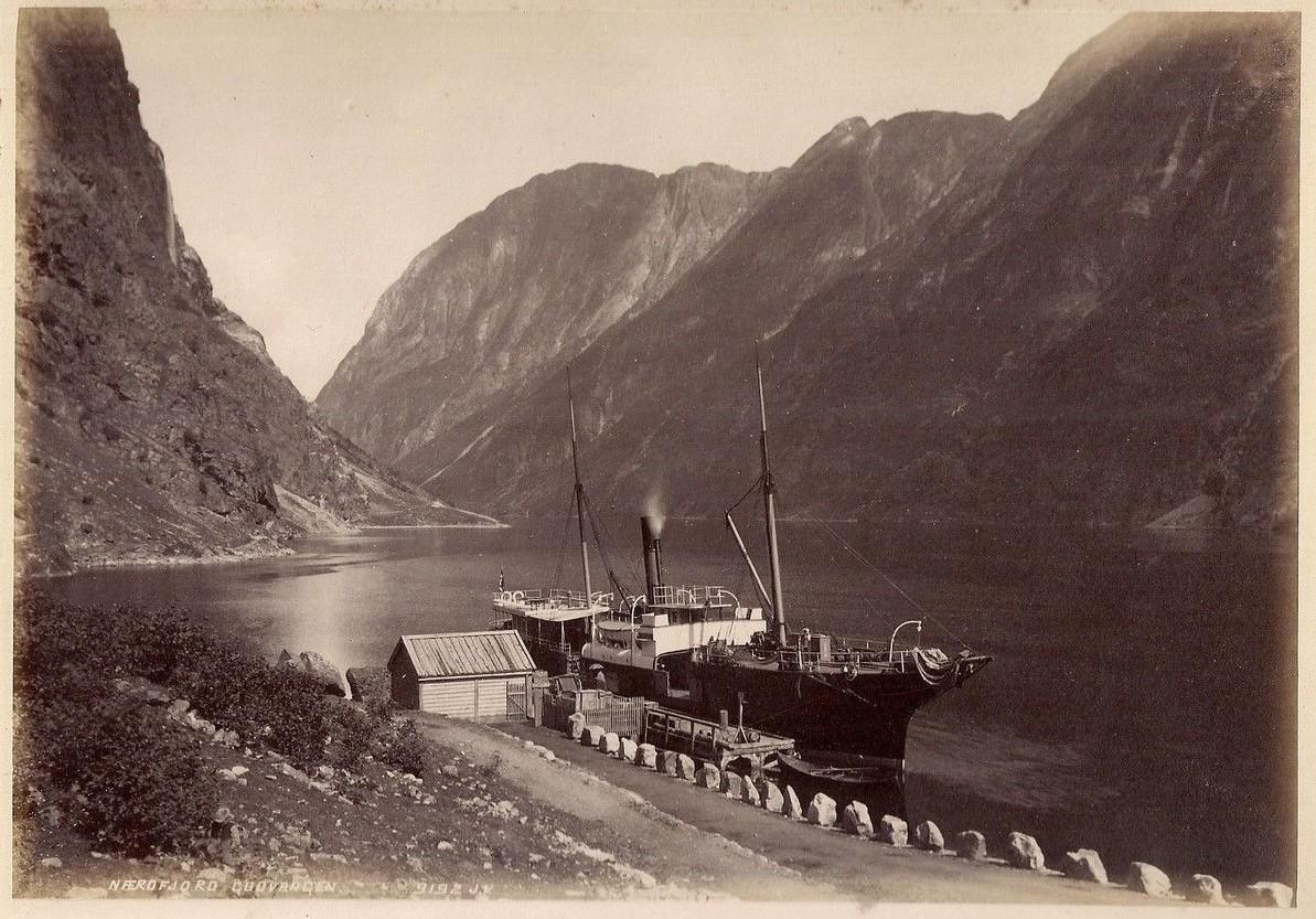 Dampskipet Fjalir fra 1858 ved brygga i Gudvangen i Nærøyfjorden