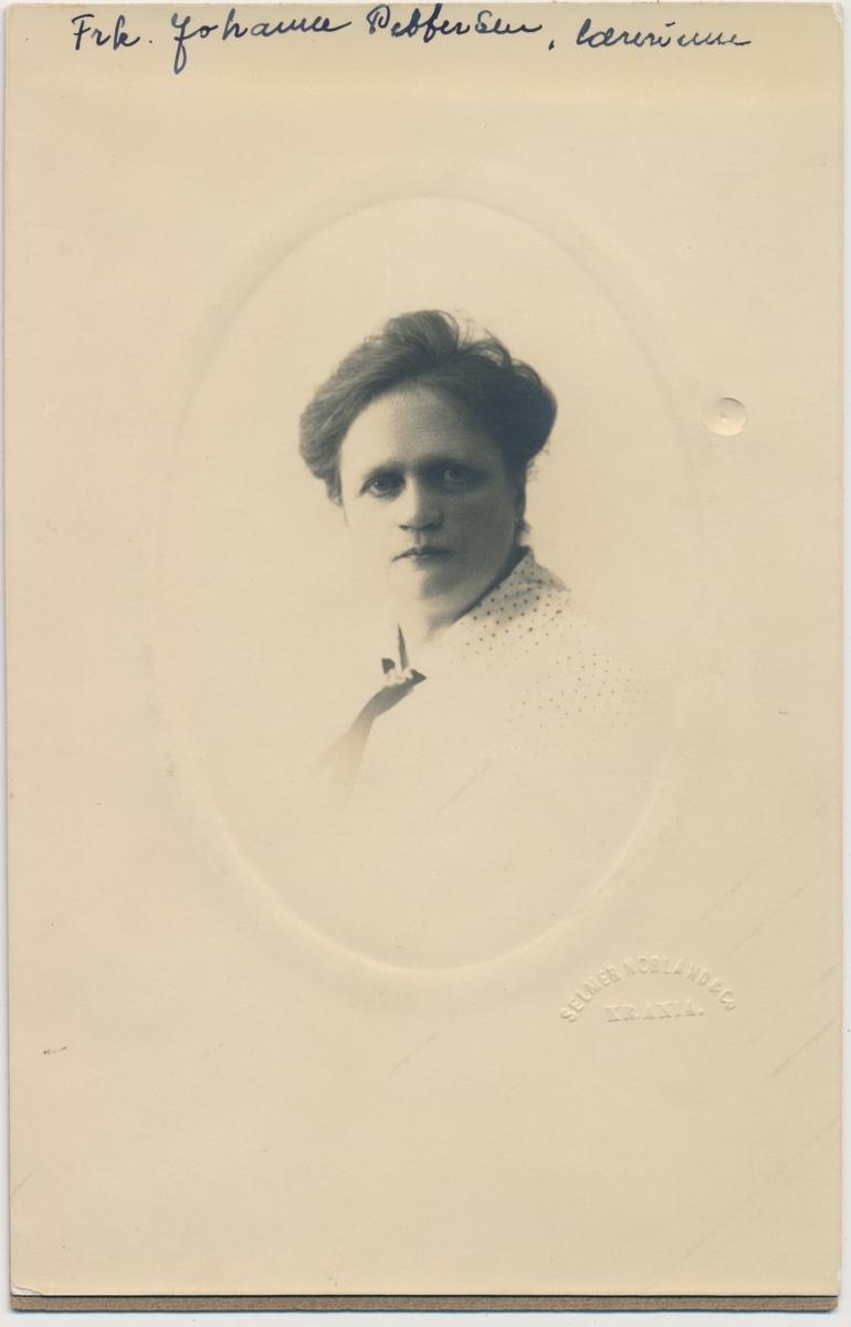 Portrett av lærerinne Frk. Johanne Pettersen