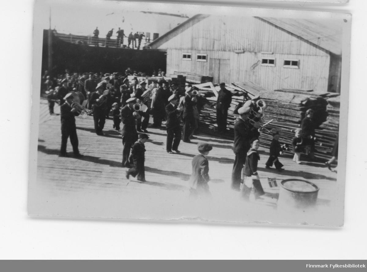 Nordvågen i 1948. 17.mai tog.