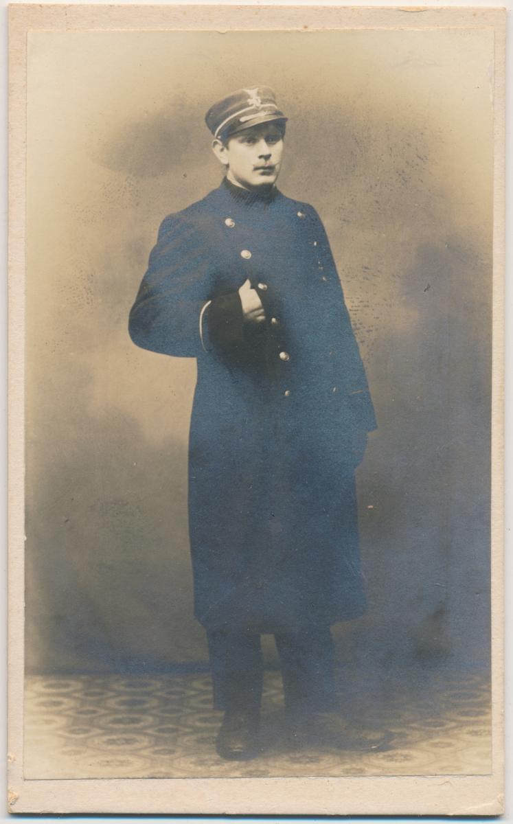 Helfigur mann i uniform, ukjent