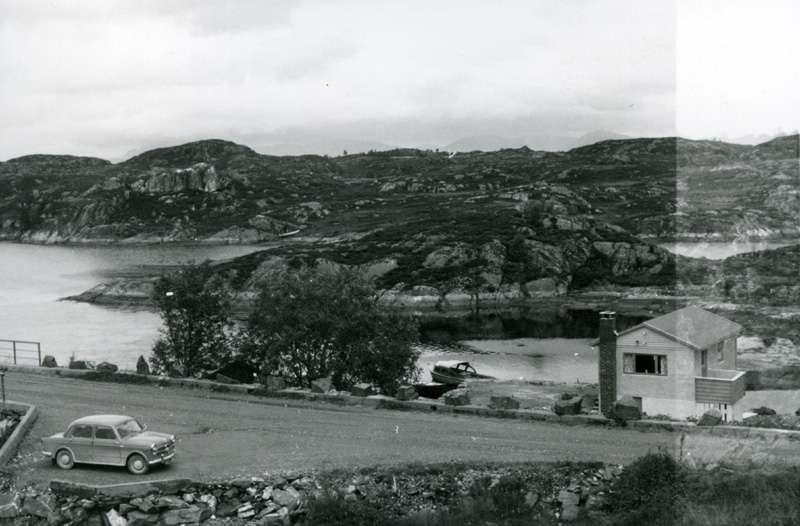 Landskap med hytte og bil. Synfaring til østersoppdrett