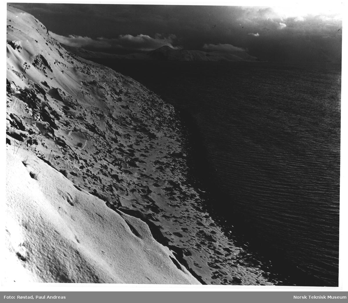 Kyst - strand. Kvaløya. Finnmark