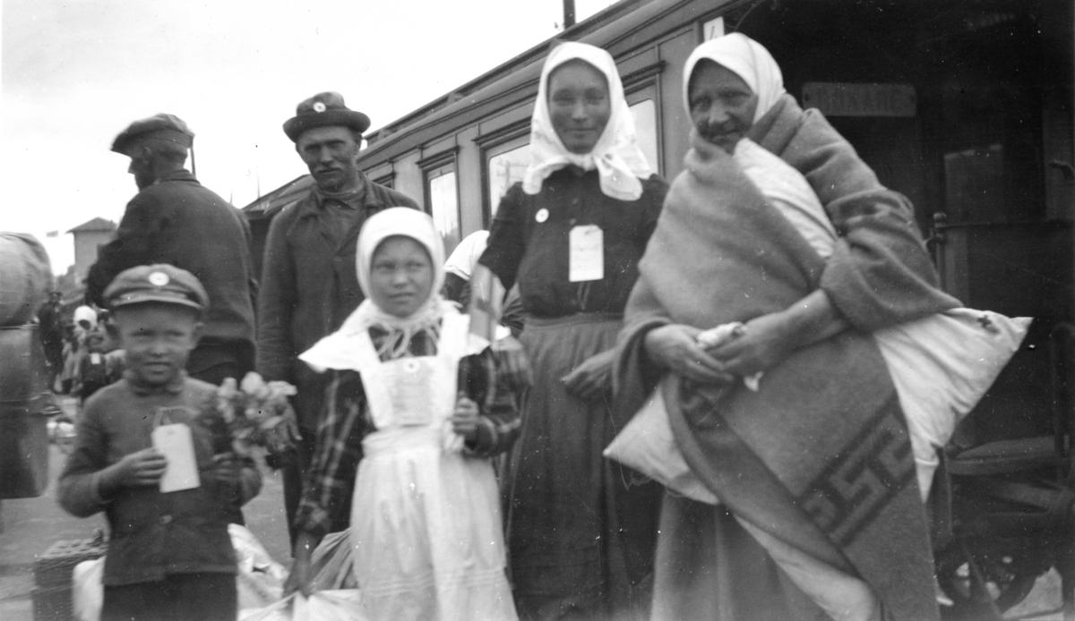 Svenskbybornas ankomst med tåg till Jönköpings station den 2 augusti 1929.