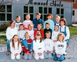 Klassebilde, Mauset skole. Bildet er av første klasse i 1988