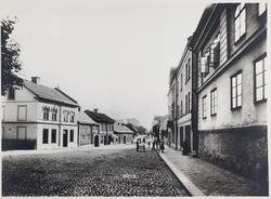 Storgatan söderut från Strömersgatan. Huset närmast till hög